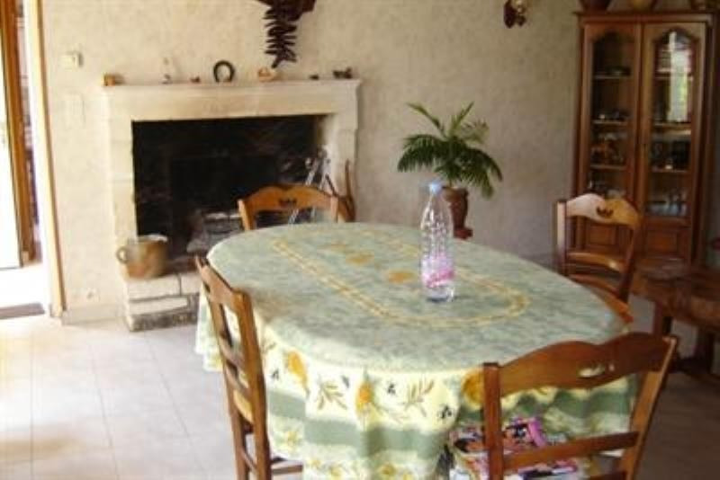 Sale house / villa St jean d angely 152800€ - Picture 3