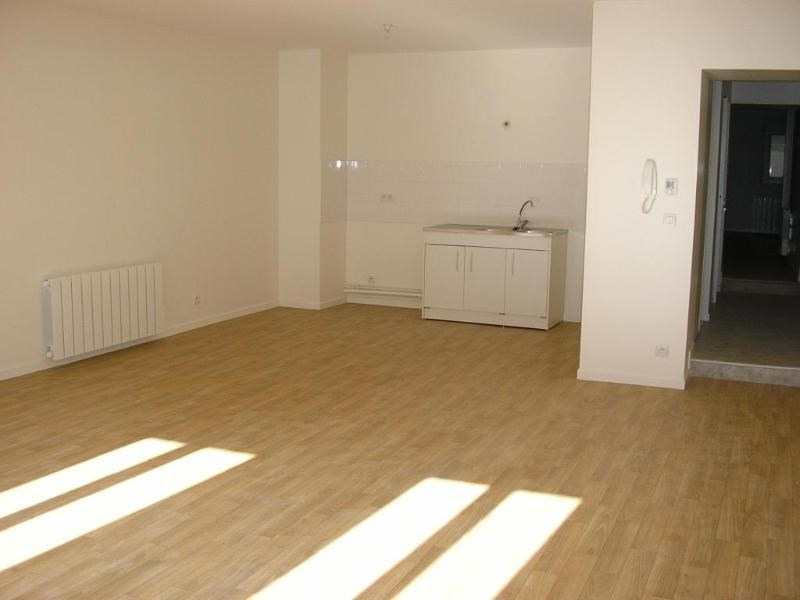 Rental apartment Nantua 483€ CC - Picture 1
