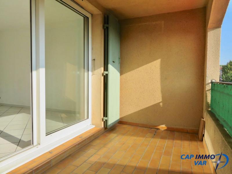 Studio au 1er étage avec extérieur