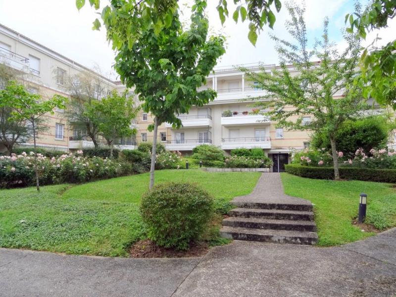 Location appartement Élancourt 800€ CC - Photo 1