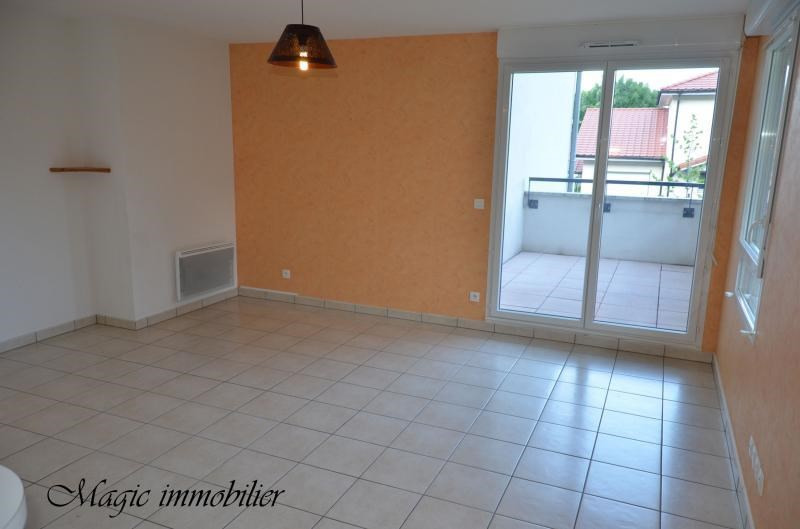 Location appartement Collonges 896€ CC - Photo 1