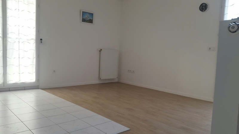 Rental apartment Grisy suisnes 750€ CC - Picture 4