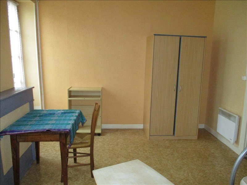 Rental apartment St jean d angely 290€ CC - Picture 1
