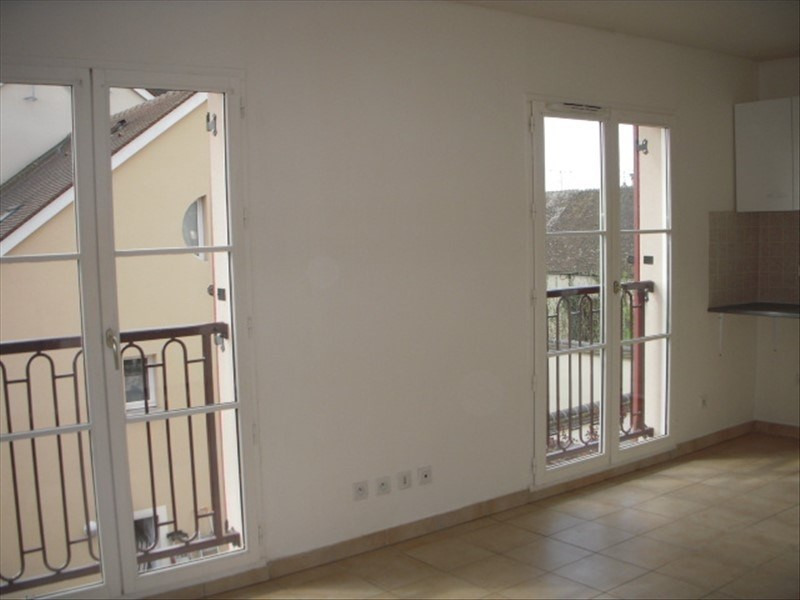 Rental apartment Montereau fault yonne 430€ CC - Picture 2