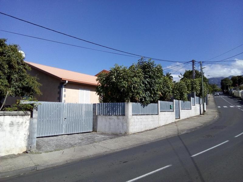 Rental house / villa La riviere 779€ CC - Picture 1