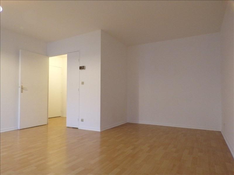 Location appartement Montigny le bretonneux 901€ CC - Photo 2