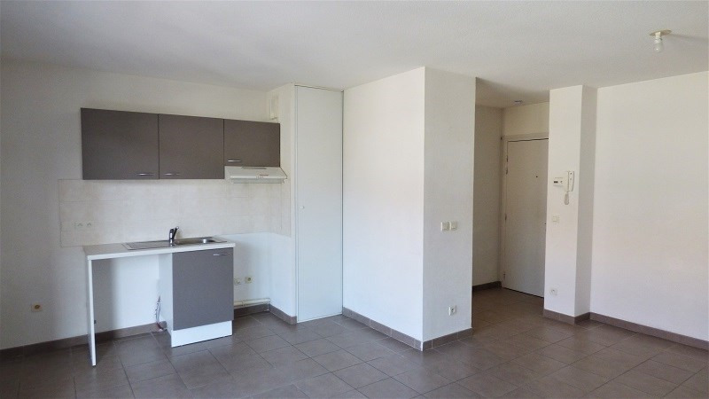 Rental apartment St genis pouilly 923€ CC - Picture 5