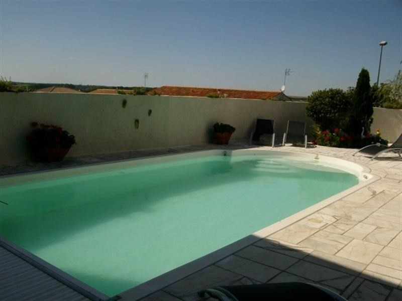 Deluxe sale house / villa St jean d angely 321000€ - Picture 7