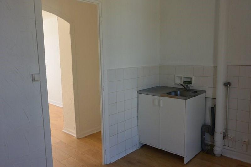 Rental apartment Charbonnieres les bains 700€ CC - Picture 4