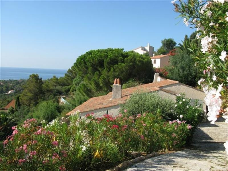 Vacation rental house / villa Les issambres 1 910€ - Picture 13