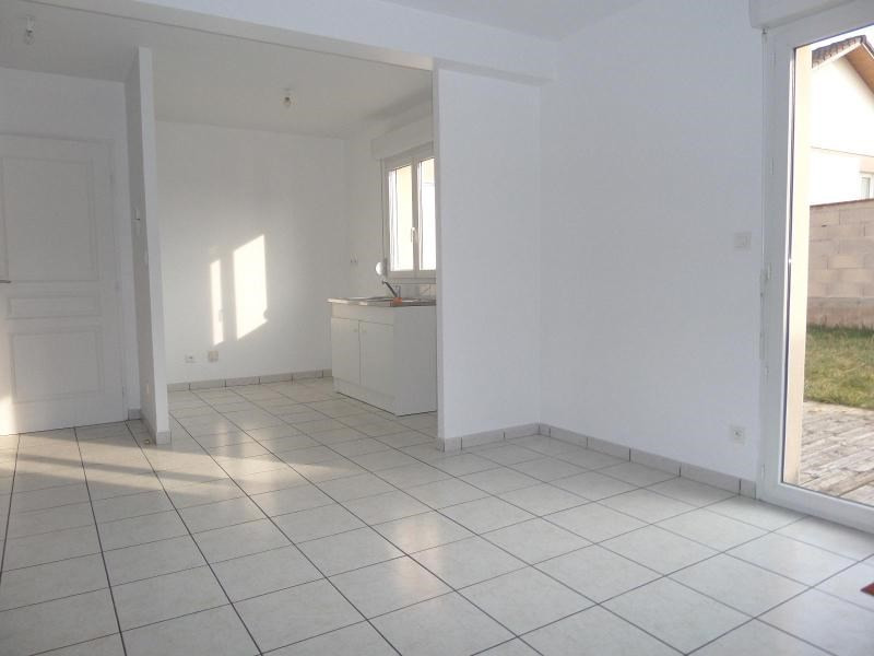 Location maison / villa St julien 896€ CC - Photo 5