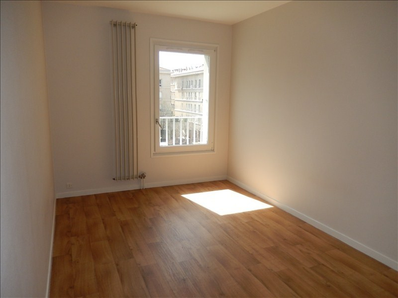 Rental apartment Le puy en velay 393,79€ CC - Picture 2