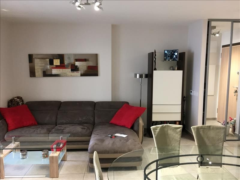 Sale apartment Genas 320 000€ - Picture 2