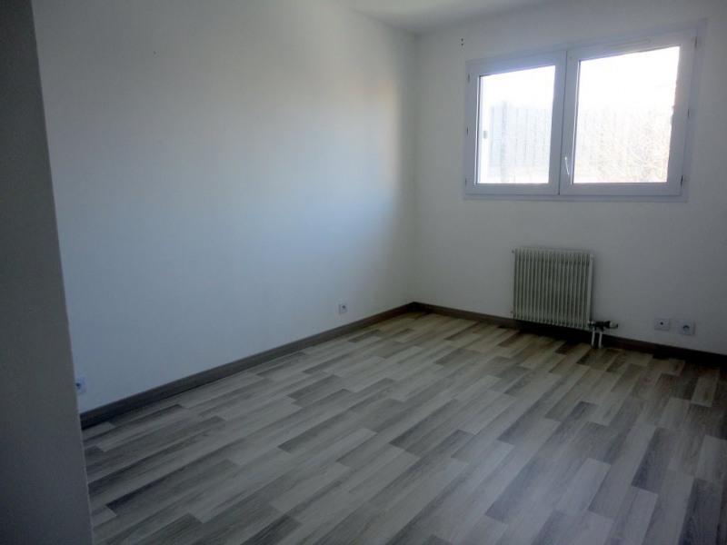 Location appartement Élancourt 950€ CC - Photo 4