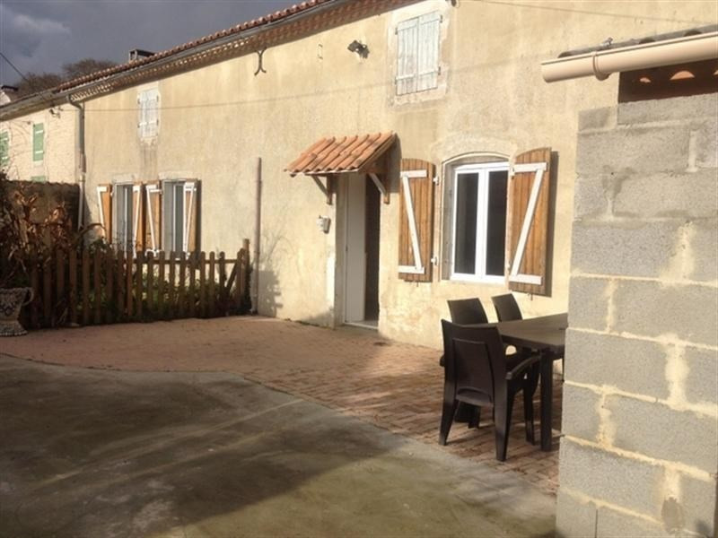 Sale house / villa St jean d angely 107 000€ - Picture 1