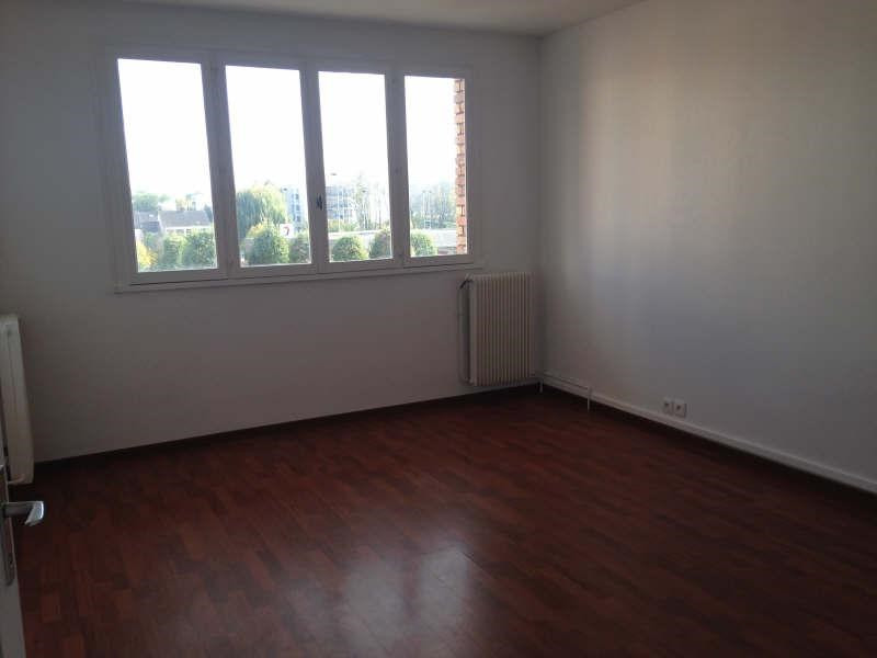 Rental apartment Maurepas 781€ CC - Picture 1