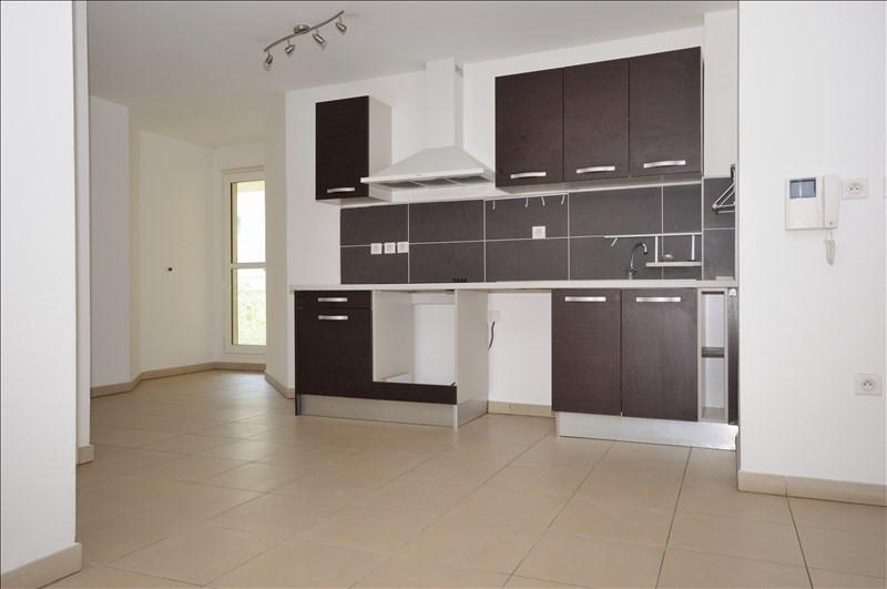 Rental apartment St pierre 896€ CC - Picture 1