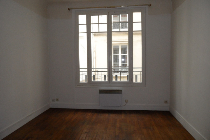 Location appartement Paris 8ème 1 062€ CC - Photo 1