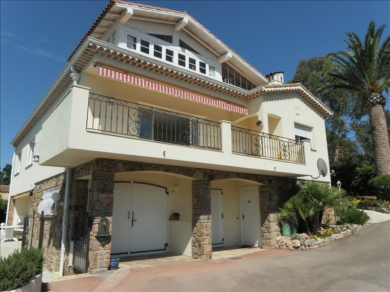 Vente de prestige maison / villa Boulouris 940 000€ - Photo 1