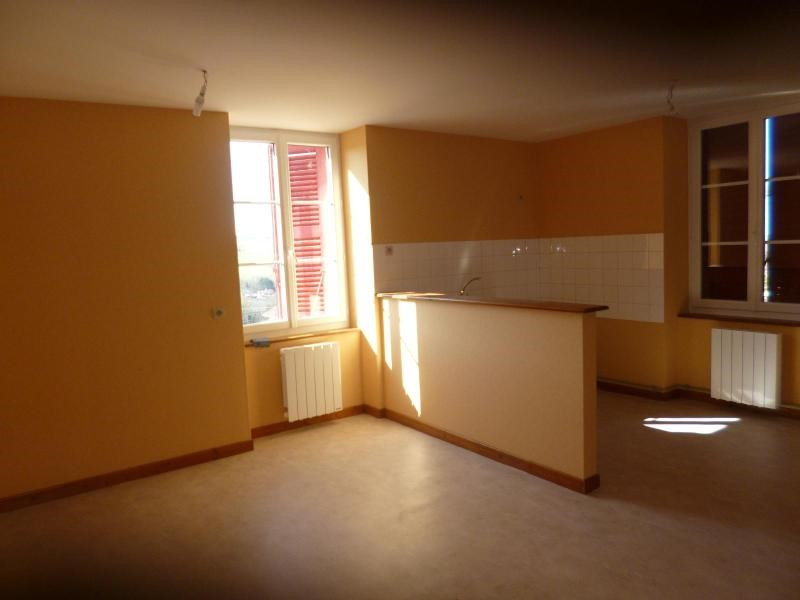 Location appartement Amplepuis 440€ CC - Photo 1