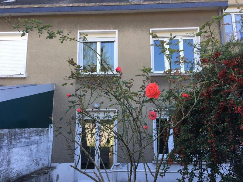 Sale house / villa Laval 143800€ - Picture 1