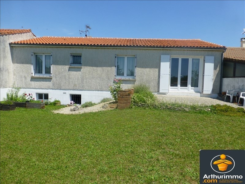 Sale house / villa St jean d angely 155150€ - Picture 1