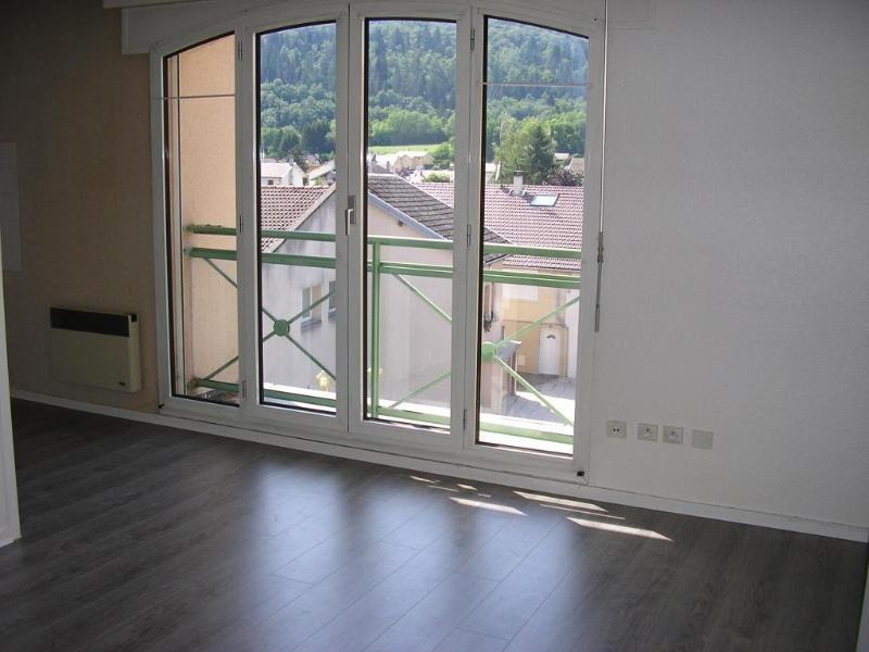 Rental apartment Bellignat 424€ CC - Picture 1