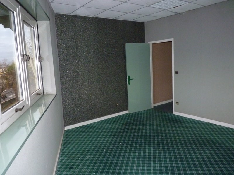 Location local commercial Odos 7 063€ CC - Photo 6