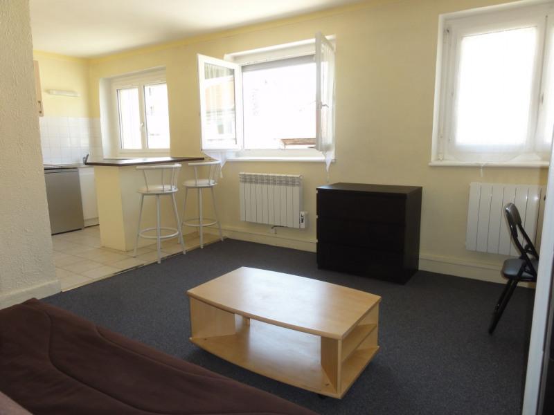 Rental apartment Lyon 4ème 500€ CC - Picture 1