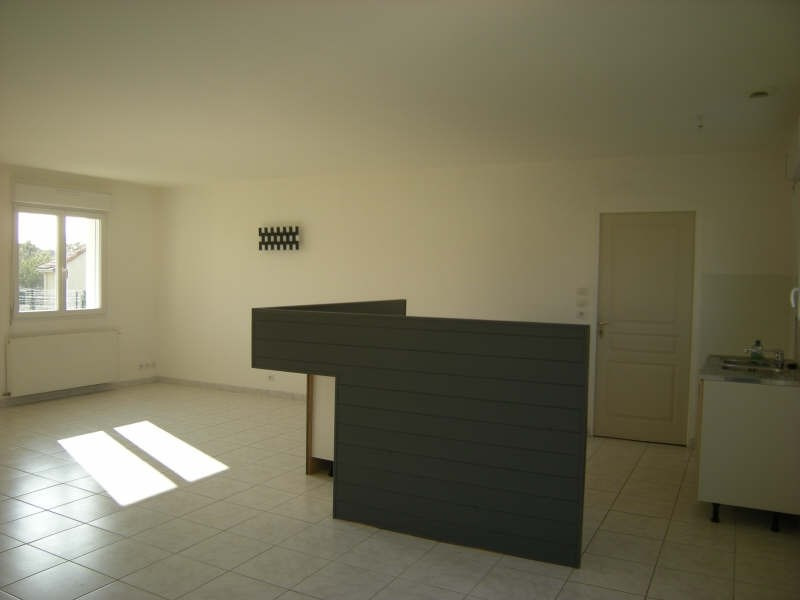 Location maison / villa Dange st romain 636€ CC - Photo 2
