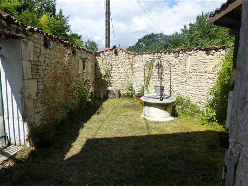 Sale house / villa Saint-jean-d'angély 48000€ - Picture 3