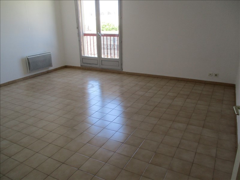 Rental apartment Salon de provence 450€ CC - Picture 3