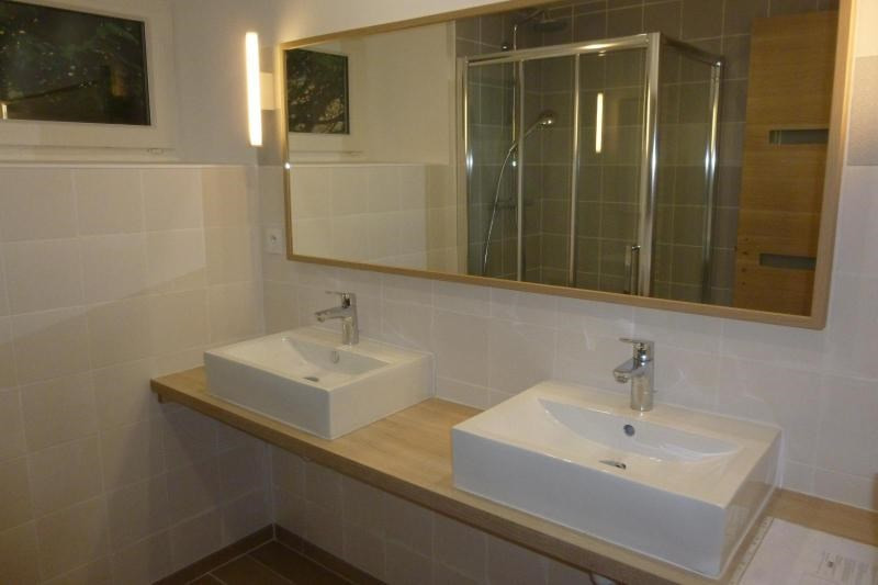Location maison / villa Chevinay 995€ CC - Photo 9