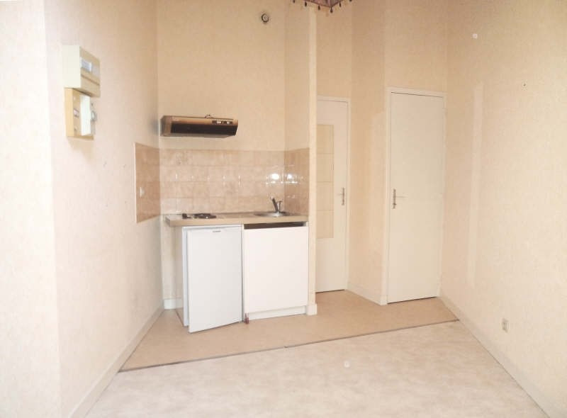 Location appartement Poitiers 265€ CC - Photo 2