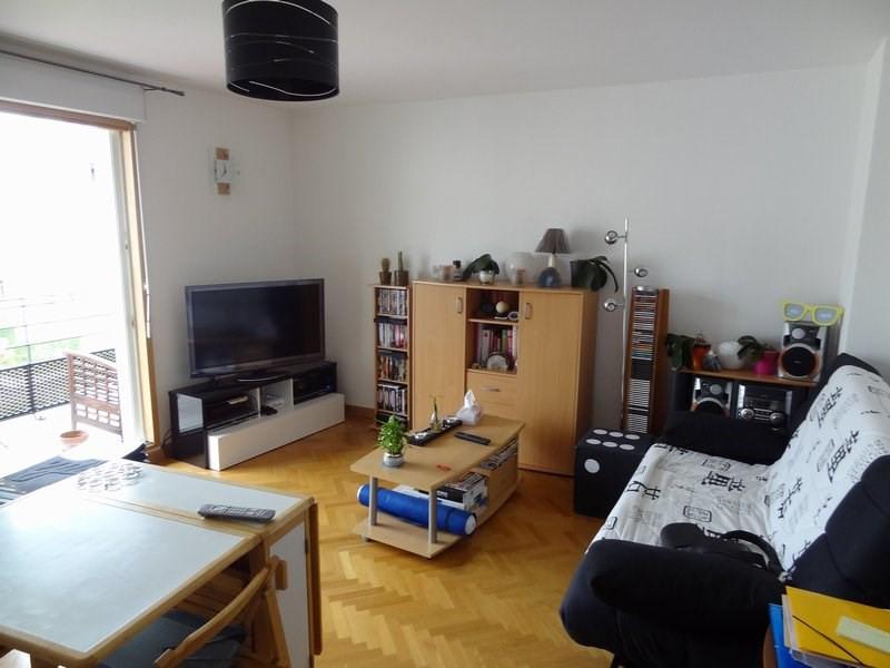 Rental apartment St cyr l ecole 912€ CC - Picture 1