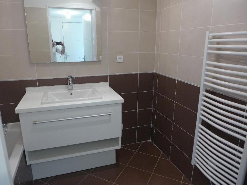 Rental apartment Lyon 8ème 751€ CC - Picture 6