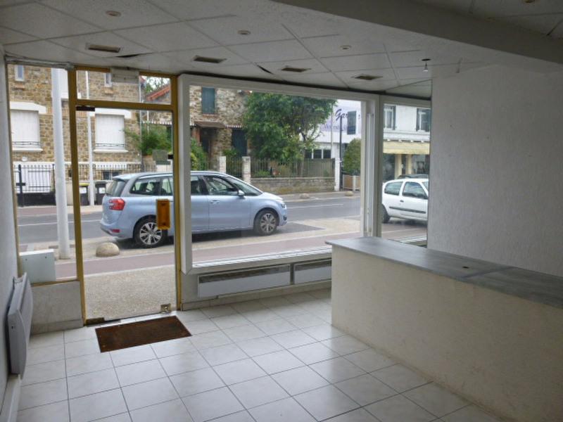 Location local commercial Sainte genevieve des bois 880€ +CH - Photo 1