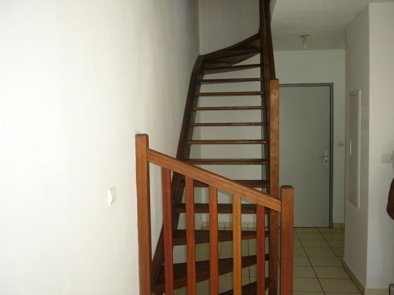 Location appartement Ste clotilde 590€ CC - Photo 2