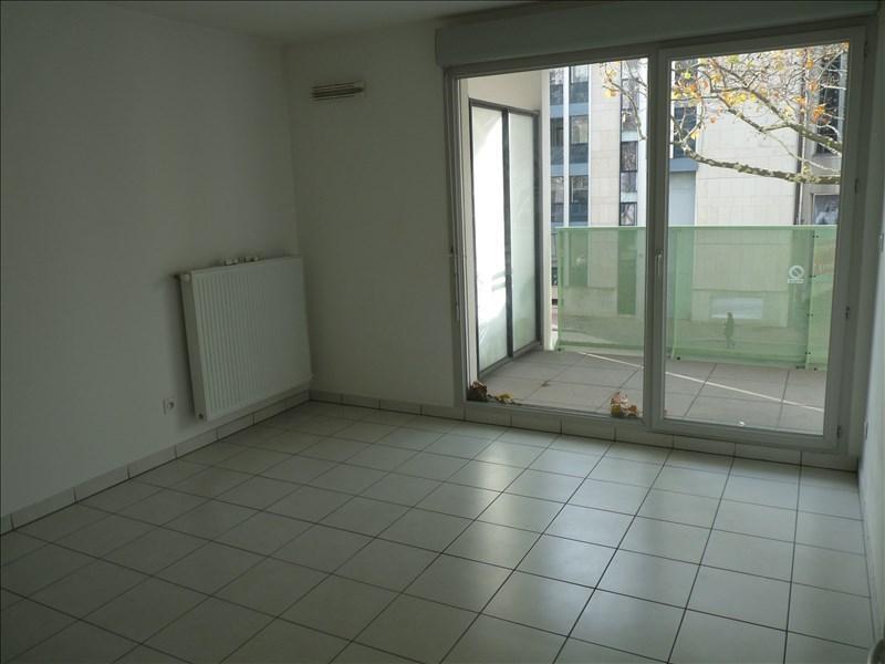 Location appartement Lyon 8ème 880€ CC - Photo 2
