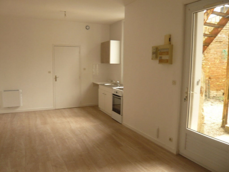 Rental apartment Laval 450€ CC - Picture 1