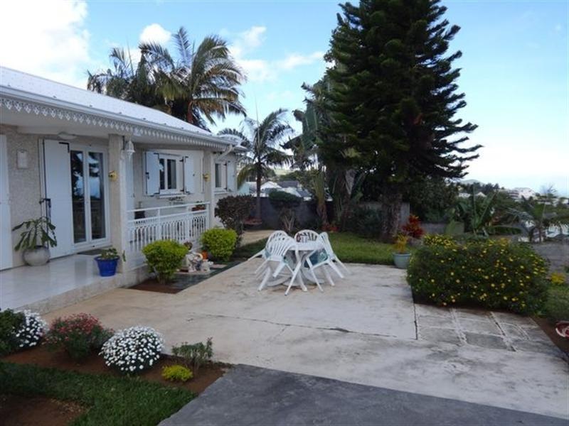 Sale house / villa Le tampon 328600€ - Picture 2