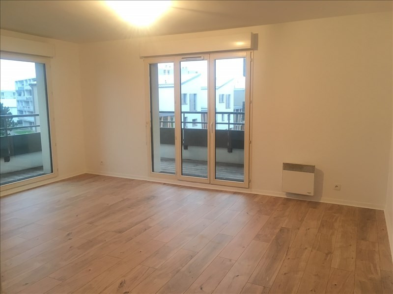 Location appartement Colombes 1 250€ CC - Photo 4