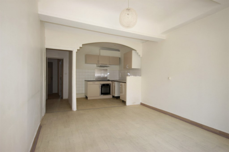 Sale apartment Lambesc 150000€ - Picture 2