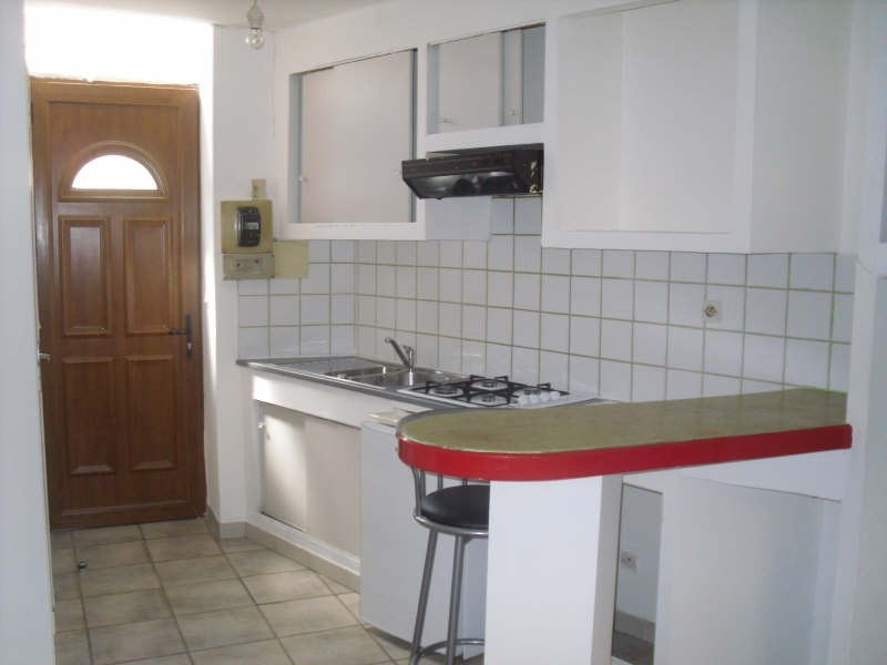 Location appartement Nimes 325€ CC - Photo 1