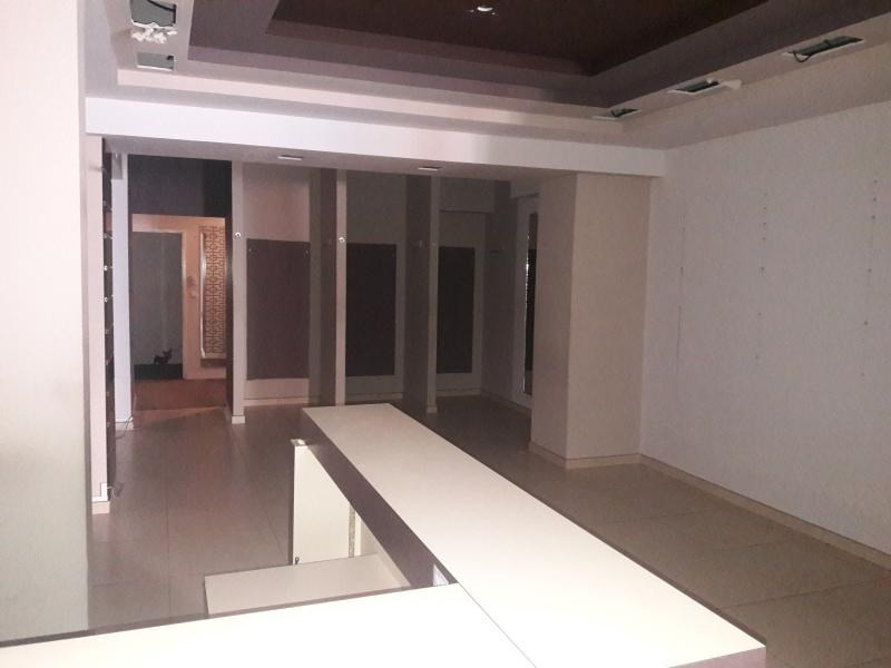 Location local commercial St paul 4000€ HT/HC - Photo 4