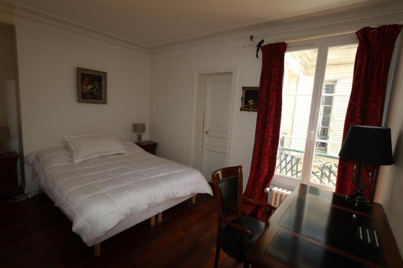 Location appartement Paris 8ème 2600€ CC - Photo 4