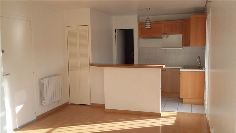 Rental apartment Ste genevieve des bois 690€ CC - Picture 1