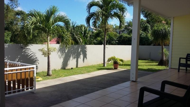 Sale house / villa St gilles les hauts 349000€ - Picture 2
