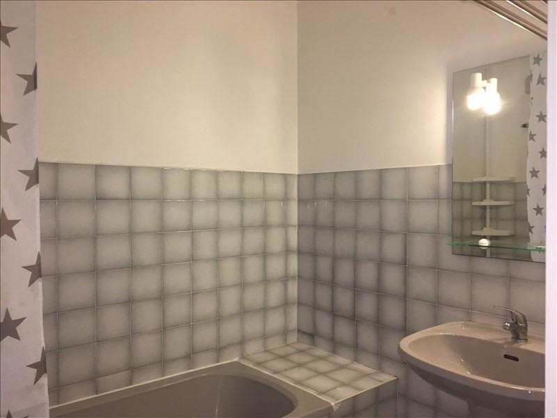 Location appartement Charbonnieres les bains 770€ CC - Photo 7