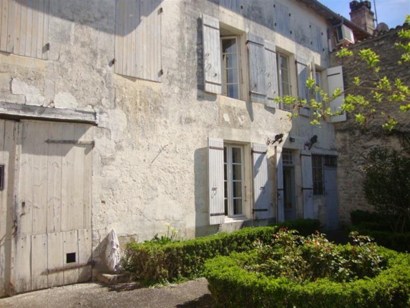 Sale house / villa Saint-jean-d'angély 106500€ - Picture 1